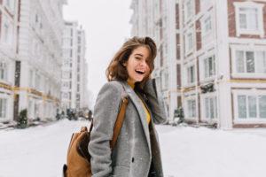 冬 厚着の女性